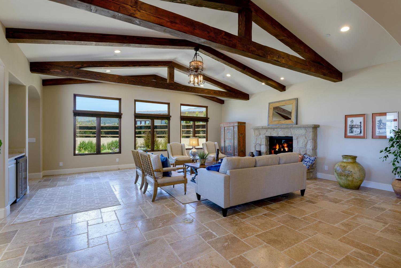 595_66_property_livingroom-20180618123156.jpg